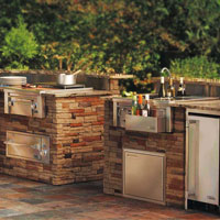 What Should an Outdoor Kitchen Have?
