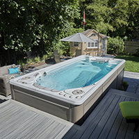 How to Choose Between a Hot Tub and a Swim Spa